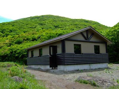 坊ガツルの避難小屋